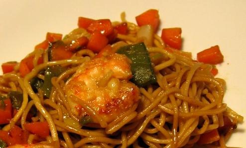 Sauté de crevettes et pâtes chinoises au macis