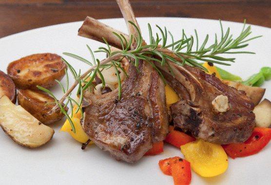 Côtelettes d'agneau aux épices barbecue