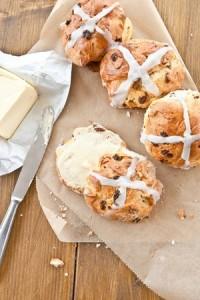 Hot cross buns brioche de Pâques anglaise