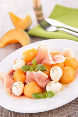 Recette d'été : Salade de melon et mozzarella au basilic