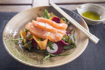Recette : Sashimis de saumon aux baies de Sil Timur