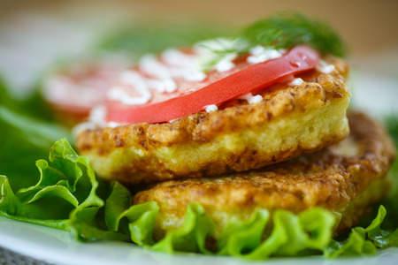 Recette : Beignets de tomates vertes aux feuilles de cannelier !