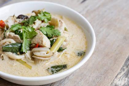 Recette : Tom Kha Kai, soupe thaï de poulet coco et galanga !