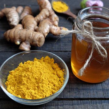 Le curcuma au miel d'abeilles pour se soigner