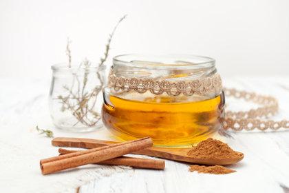 Les 1001 vertus du miel à la cannelle, remède naturel !