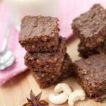 Brownie aux noix de cajou et fèves de cacao