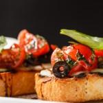 bruschetta tomate mozza ail noir