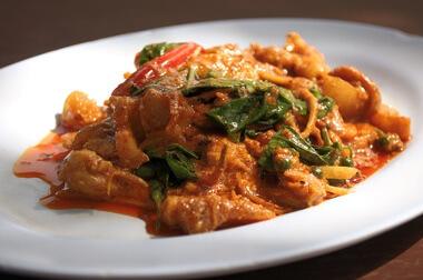 Recette : cari de poulet au curry rouge !