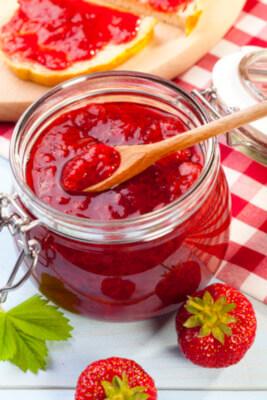 confiture de fraises hibiscus