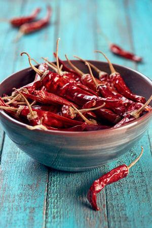 Comment réhydrater des piments secs pour les cuisiner ?