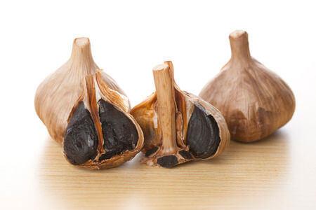 Quels sont les effets de l'ail noir sur le diabète ?